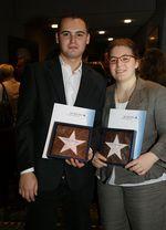 Portrait Andreas Dersken und Katharina Calmer mit ihren Auszeichnungen