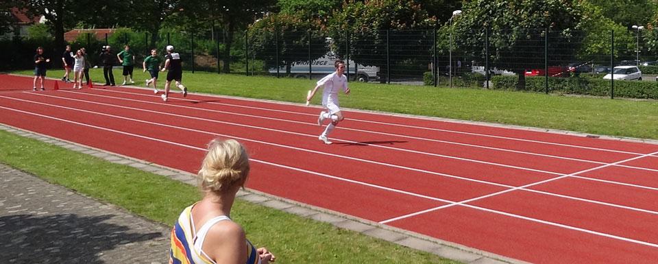 Laufen auf der roten Sprinterbahn gehört auch zu den Athletics